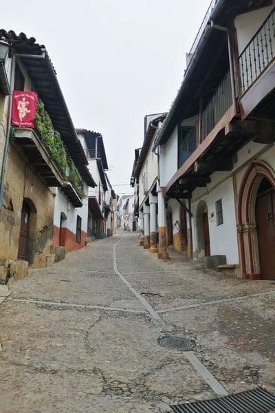 En la Calle Real está el Hospital de Mujeres, del siglo XV.