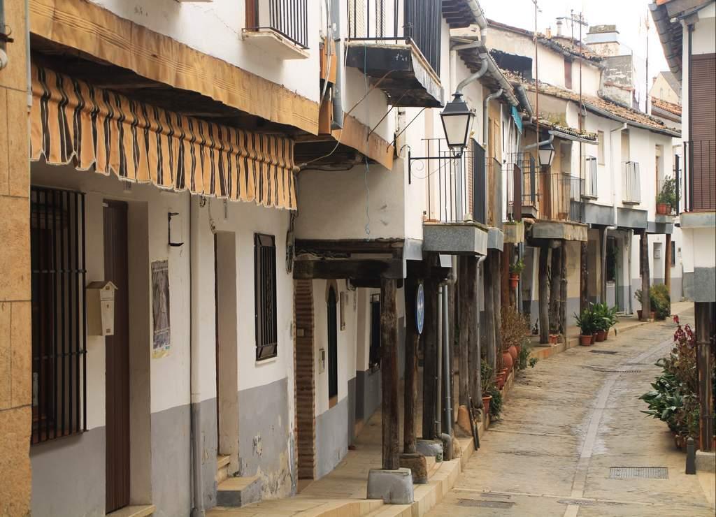 La Calle Ruperto Cordero es comúnmente conocida como la Calle de las Flores.