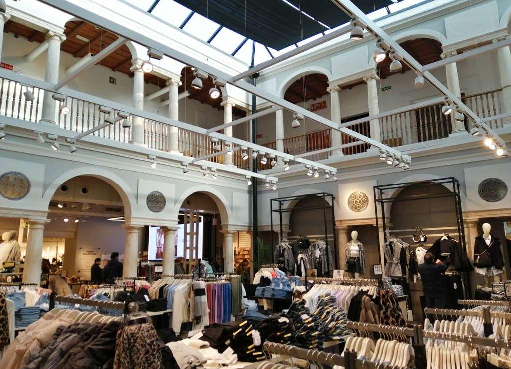 Aunque ahora es una tienda, no te pierdas la arquitectura de la Casa Grande de los Daza Maldonado.