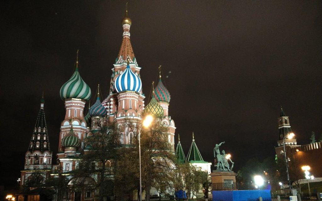 Te recomiendo pasear por la noche por la Plaza Roja.