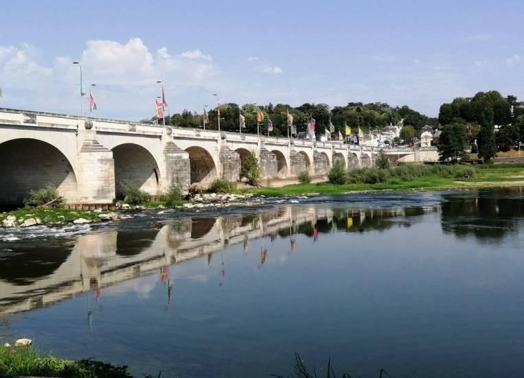 Las mejores vistas del Loira las tienes desde la Guinguette del Puente Wilson.