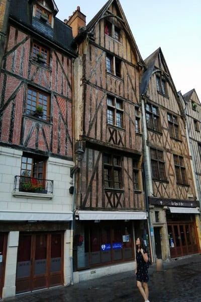 La Place Plumereau es comúnmente conocida como Place Plume por los locales.
