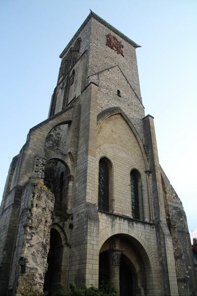 La Torre de Carlomagno es uno de los pocos vestigios que se conservan de la antigua colegiata de San Martín de Tours.