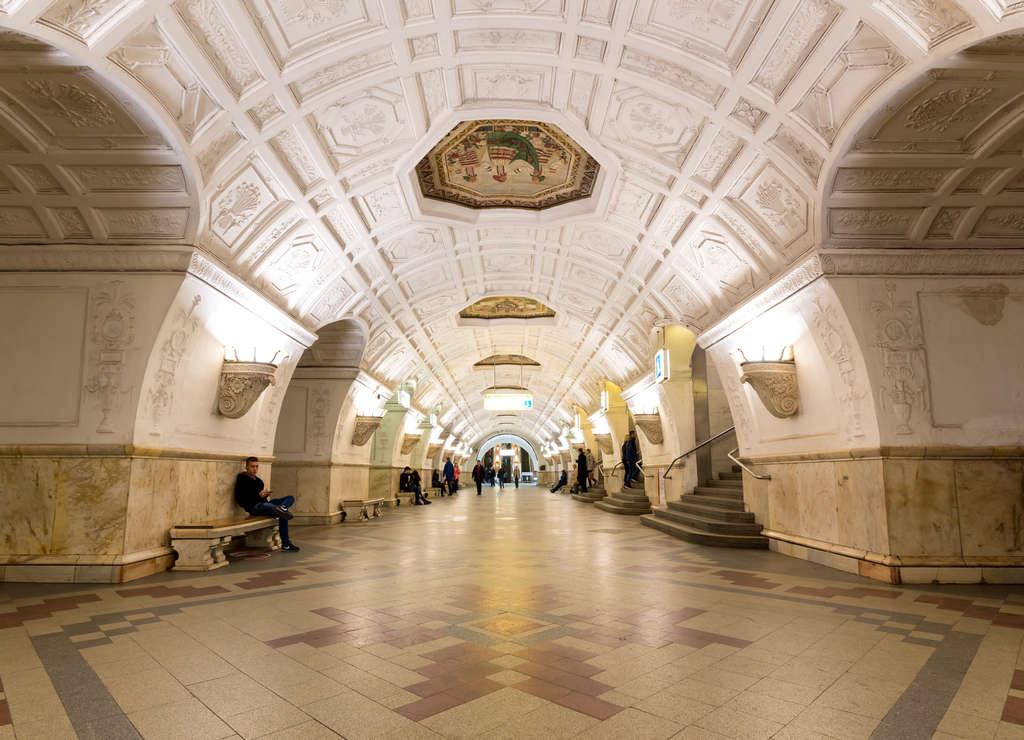 Una de las mejores estaciones de metro de Moscú es la de Belorusskaya.