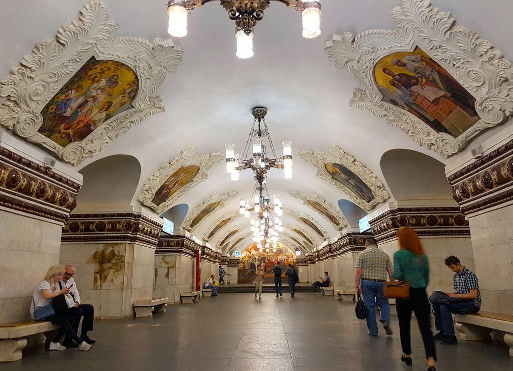 En la estación de Kievskaya se representa la amistad entre Rusia y Ucrania.