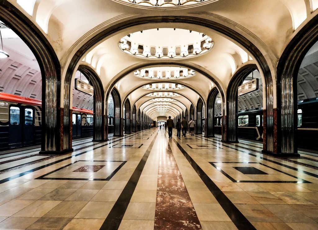 Me encantaron los 34 mosaicos en forma de círculo de la estación de Mayakóvskaya.