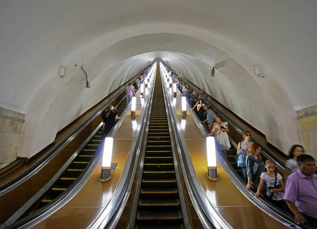 No puedes irte de la capital rusa sin conocer Park Pobedy, la estación de metro más profunda de Moscú.