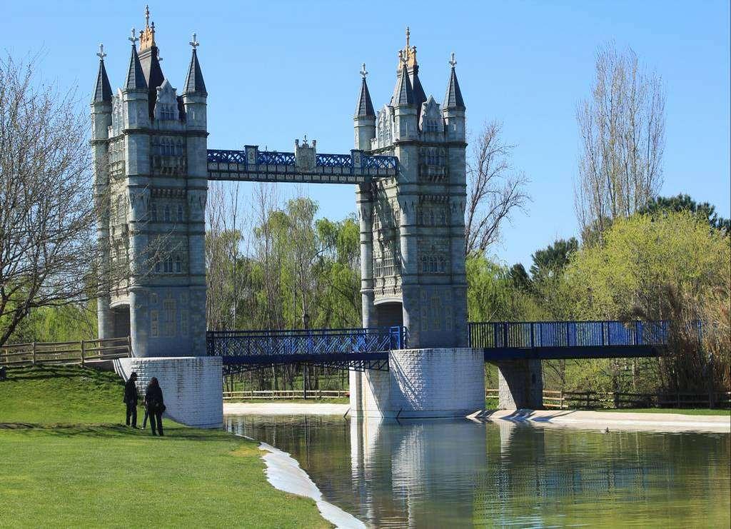 Otro monumento del Parque Europa de Torrejón es el Puente de Londres o Tower Bridge.
