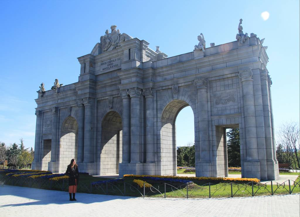 ¿Sabías que las dos fachadas de la Puerta de Alcalá de Madrid son diferentes?