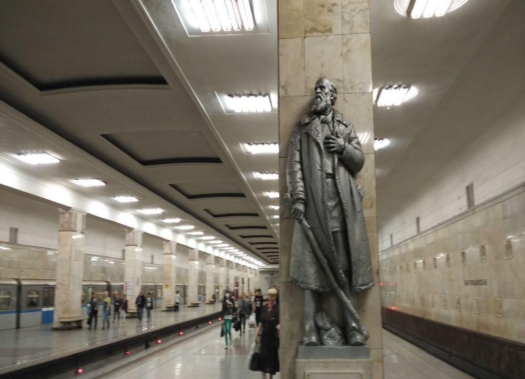 La estación de Partizanskaya ya me dio una idea del lujo y la ostentación del subterráneo moscovita.