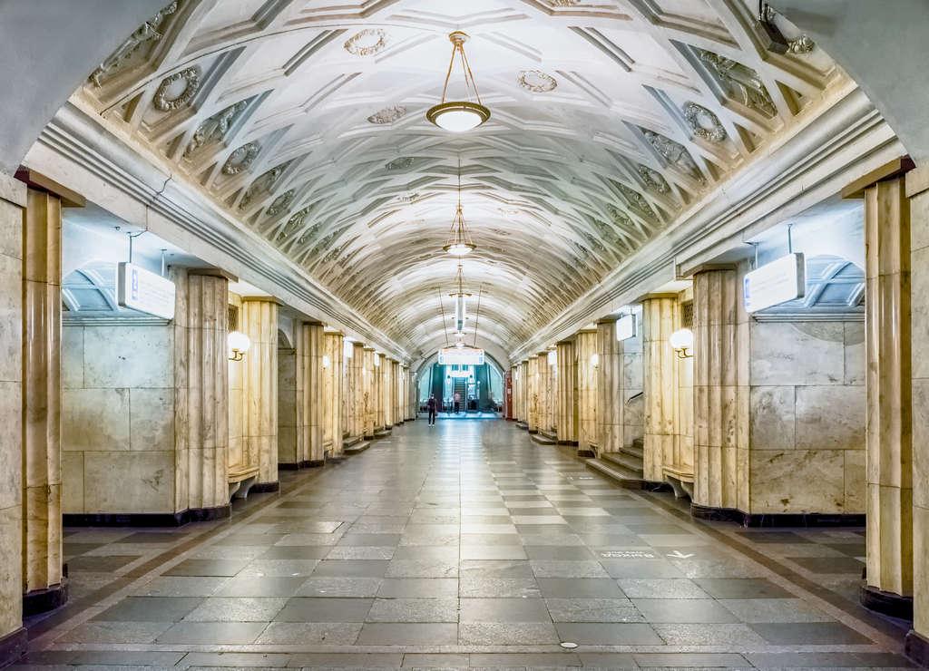 Teatrálnaya es otra de las estaciones de metro de Moscú más bonitas.
