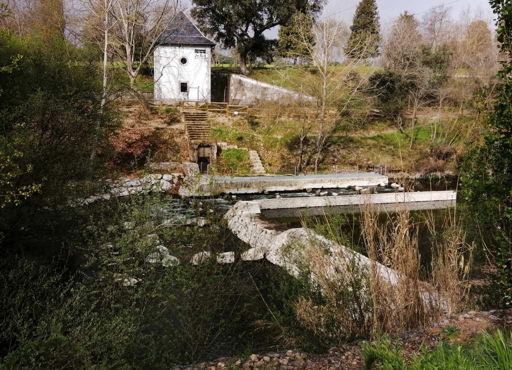 El azud de El Pardo y la rampa para peces son uno de los puntos clave de esta ruta por El Pardo.