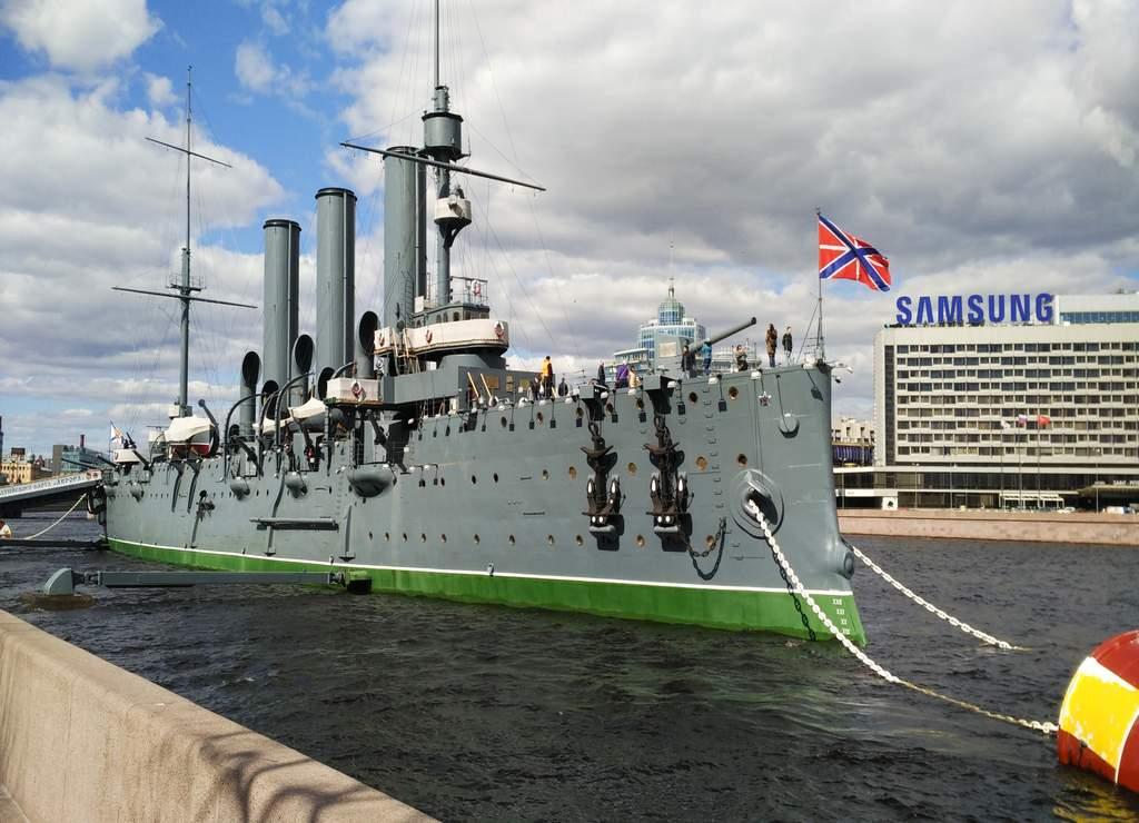 El Crucero Aurora es un buque de guerra símbolo de la Revolución de Octubre de 1917.