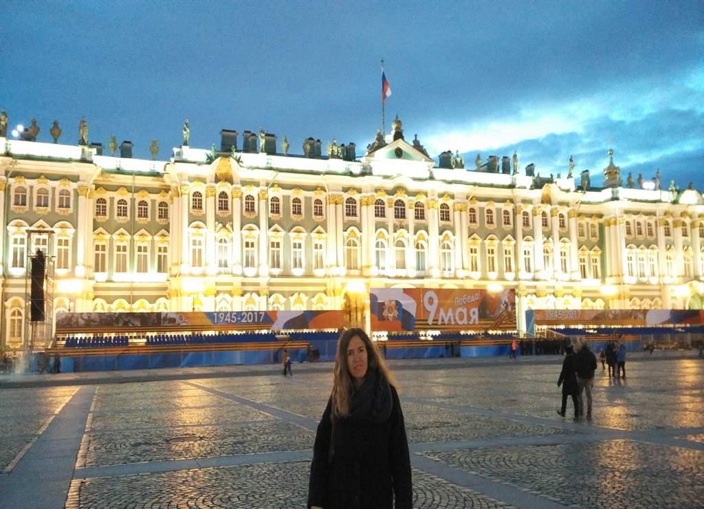 Uno de los lugares con más historia que ver en San Petersburgo es la Plaza del Palacio.