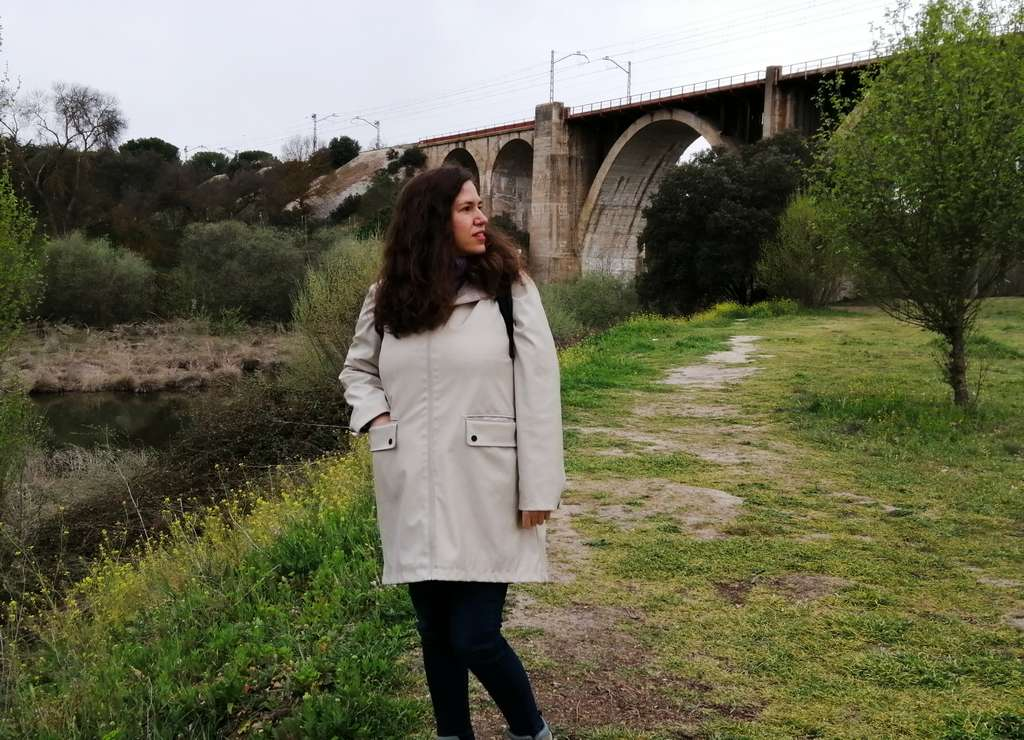 Senda Fluvial del Manzanares con el Puente de los Capuchinos de fondo.