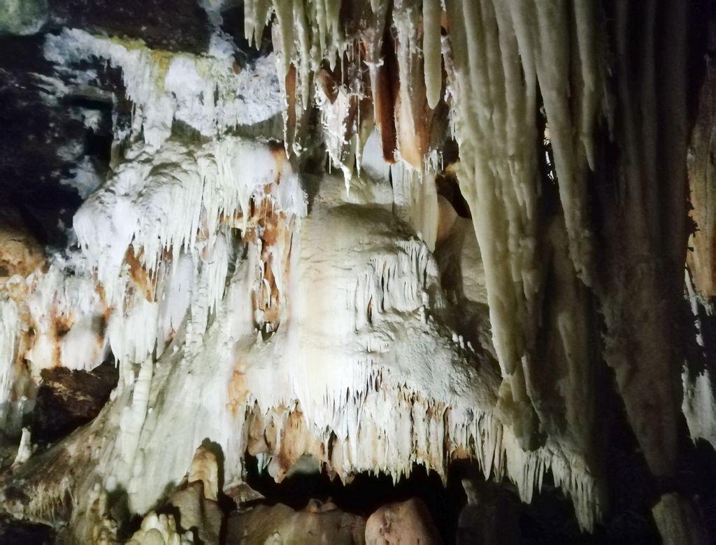 Las Cuevas del Águila son uno de los sitios más curiosos que ver en los alrededores de Gredos.