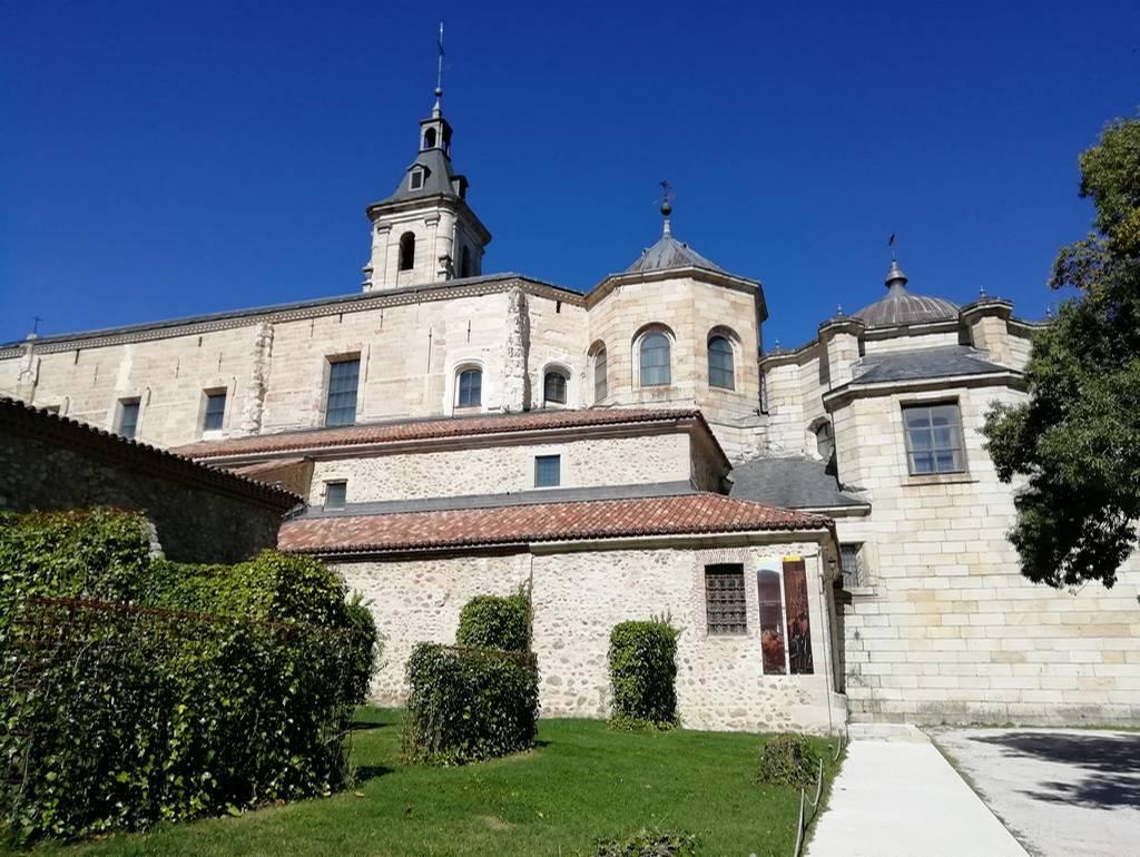 Exterior del conjunto monástico, declarado Bien de Interés Cultural en 1876.
