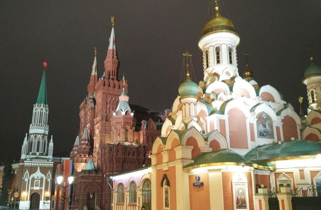 La Plaza Roja seguro que es el primer sitio que quieres visitar en Moscú.