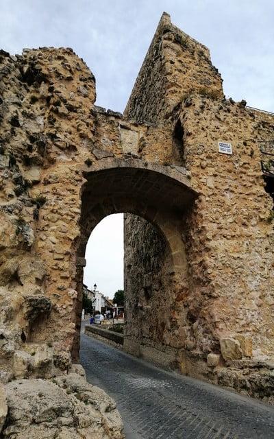 El Arco de Bezudo es una de las antiguas puertas de acceso a la ciudad.