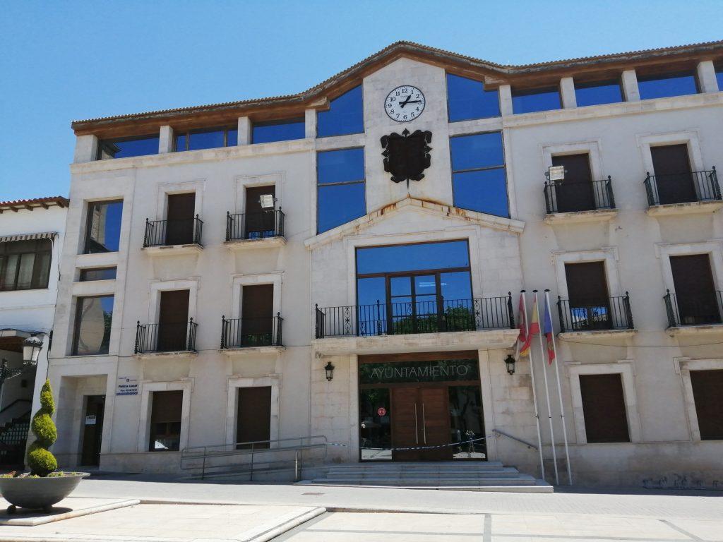 El Ayuntamiento de Campo de Criptana está cerca del Pósito Real y de la Plaza Mayor.