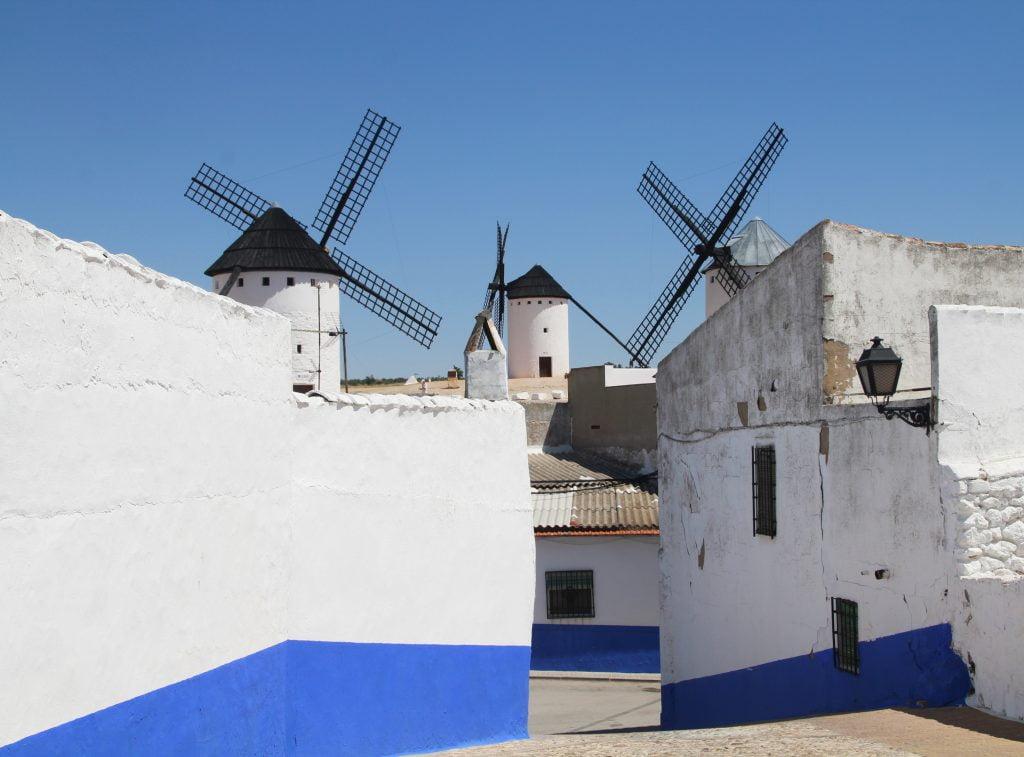 Los molinos de viento son la imagen más representativa que ver en Campo de Criptana.