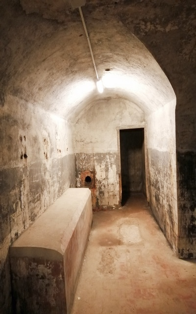 La sala del generador de gasoil preserva las pinturas negras de cuando se rodó allí una película sobre Drácula.