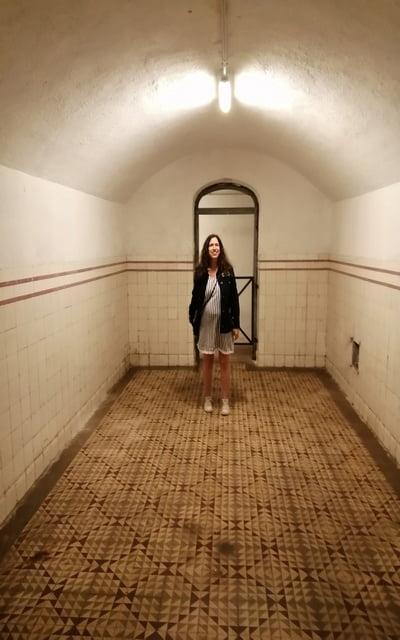 En la visita al búnker de El Capricho embarazada de 8 meses.