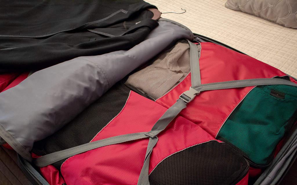Los packing cubes o compartimentos de ropa son muy útiles para no tener que deshacer la maleta entera.