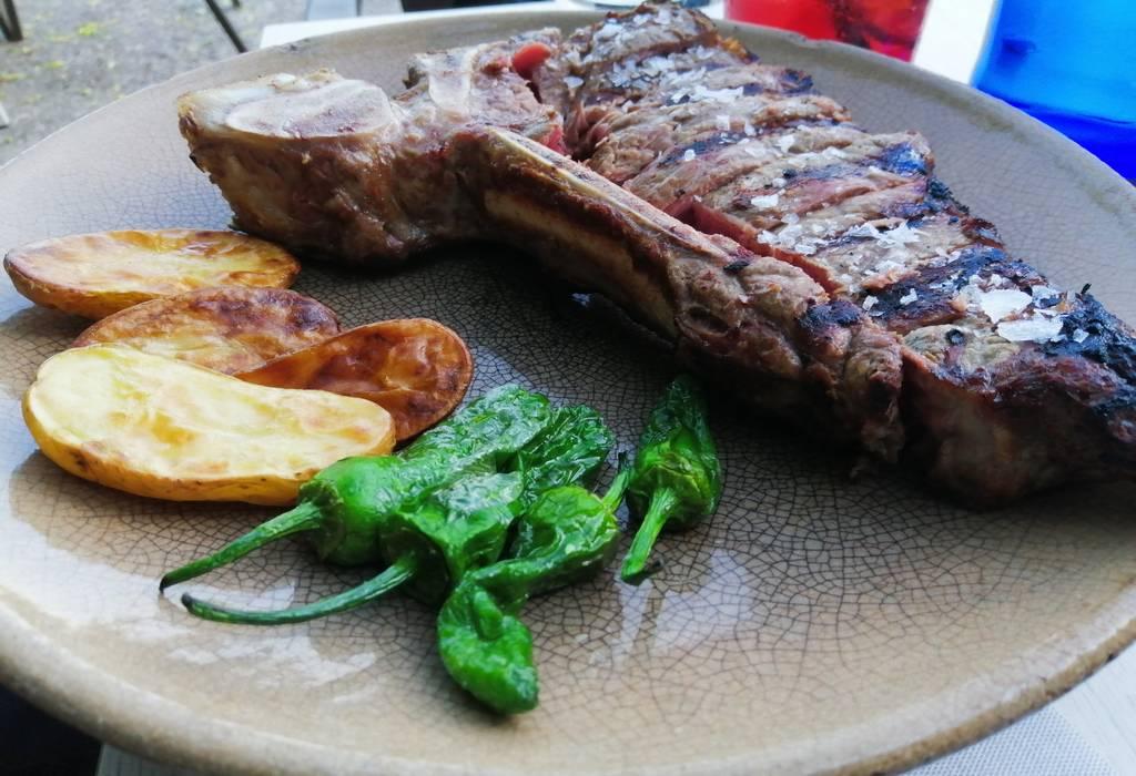 La calidad del chuletón y de todos los platos que pedimos en el Asador María Morena era excelente.