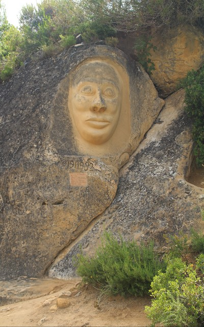 La primera escultura de la Ruta de las Caras fue 'La Monja'.