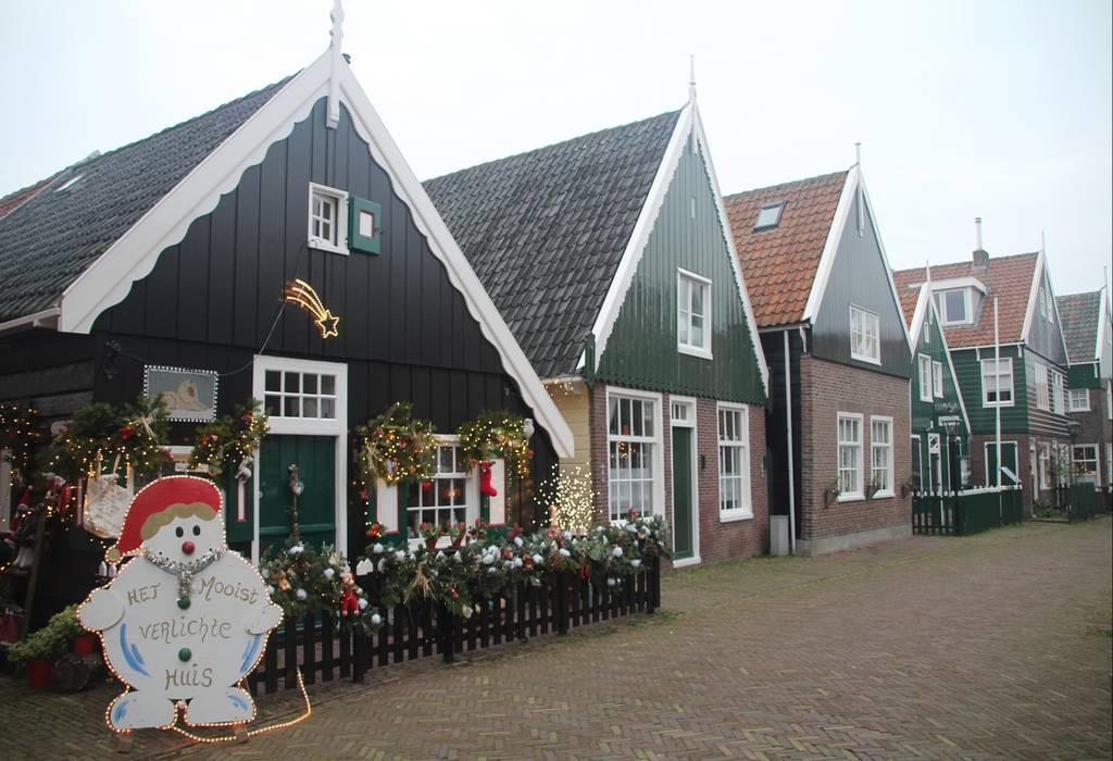 Marken tiene mucho encanto, más si cabe en Navidad con las luces y adornos.