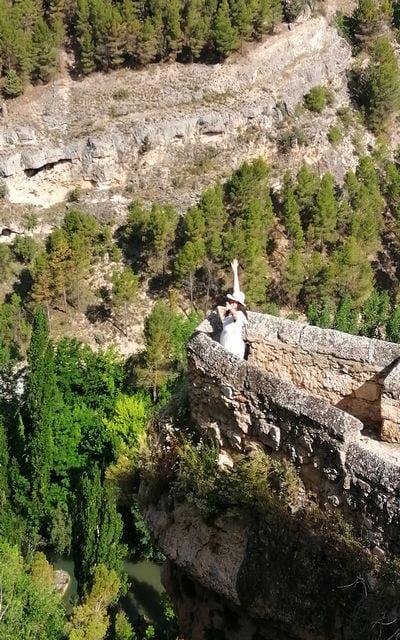 La ciudad se encuentra en una ubicación inmejorable entre las hoces de los ríos Júcar y Huécar.
