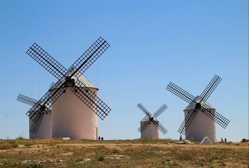 """Aquí puedes ver los """"desaforados gigantes"""" de la famosa novela cervantina."""