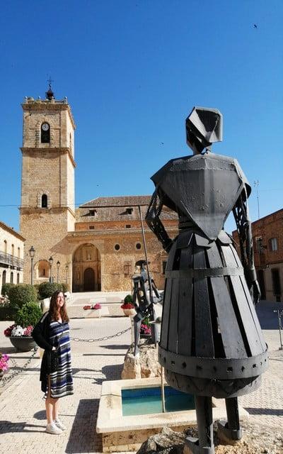 Mi panorámica favorita de este pueblo toledano la tienes desde el monumento a Don Quijote y Dulcinea.