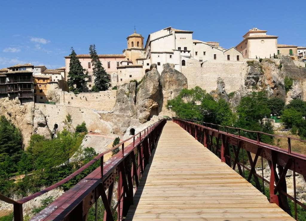 Tendré que volver a Cuenca para cruzar este puente que une el Convento de San Pablo con el centro de la ciudad.
