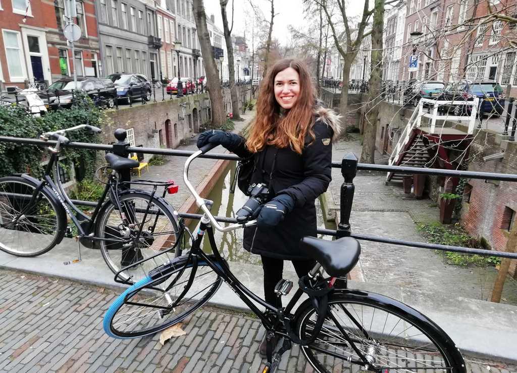 Descubrir los canales de Utrecht en bicicleta es un planazo.