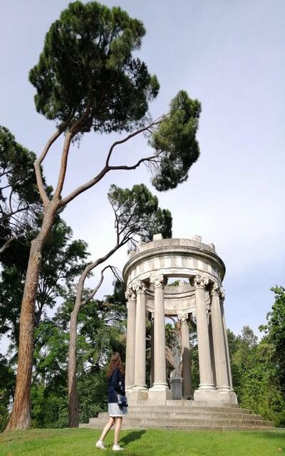 El Templete de Baco es uno de los monumentos más destacados del parque de El Capricho.