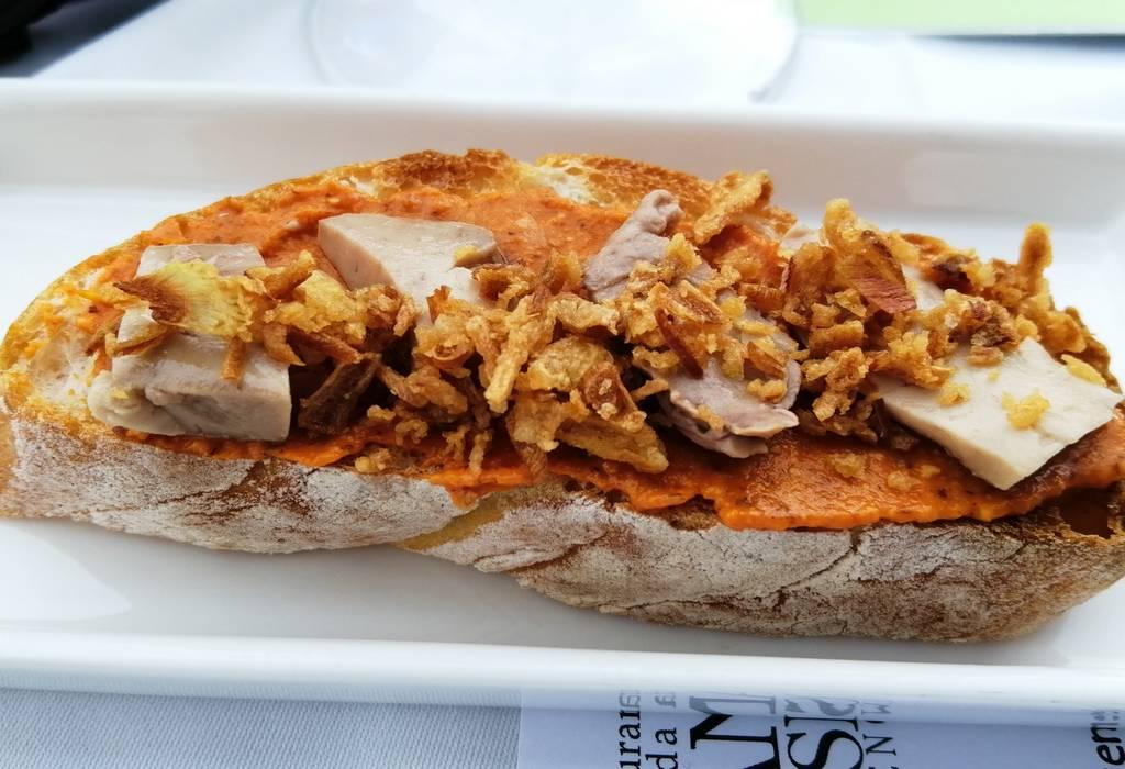 La tosta de foie de bacalao no era muy grande, pero de sabor estaba exquisita.