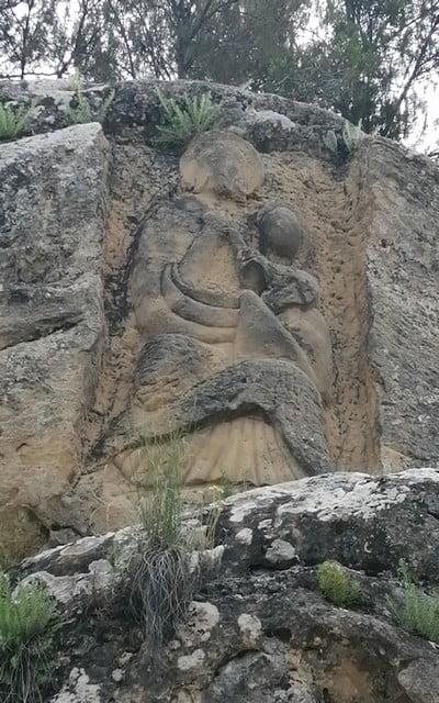 Virgen de Lis es una de las figuras que encontrarás en la Ruta de las Caras de Buendía.