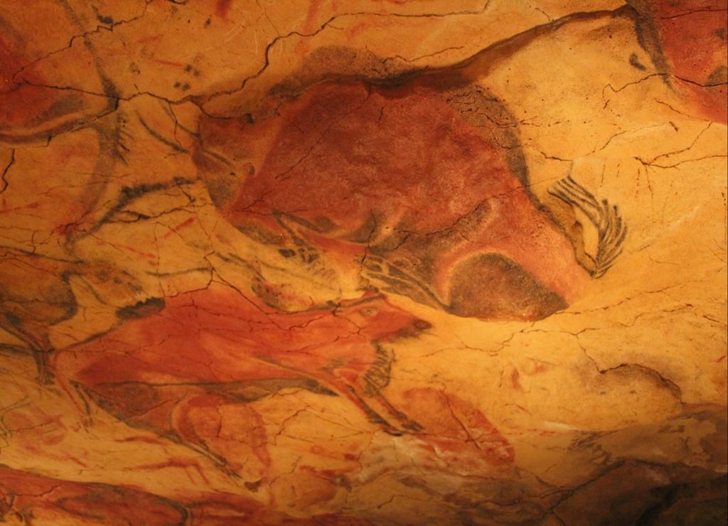 Las Cuevas de Altamira se encuentran a 2 kilómetros de Santillana del Mar, en Cantabria.