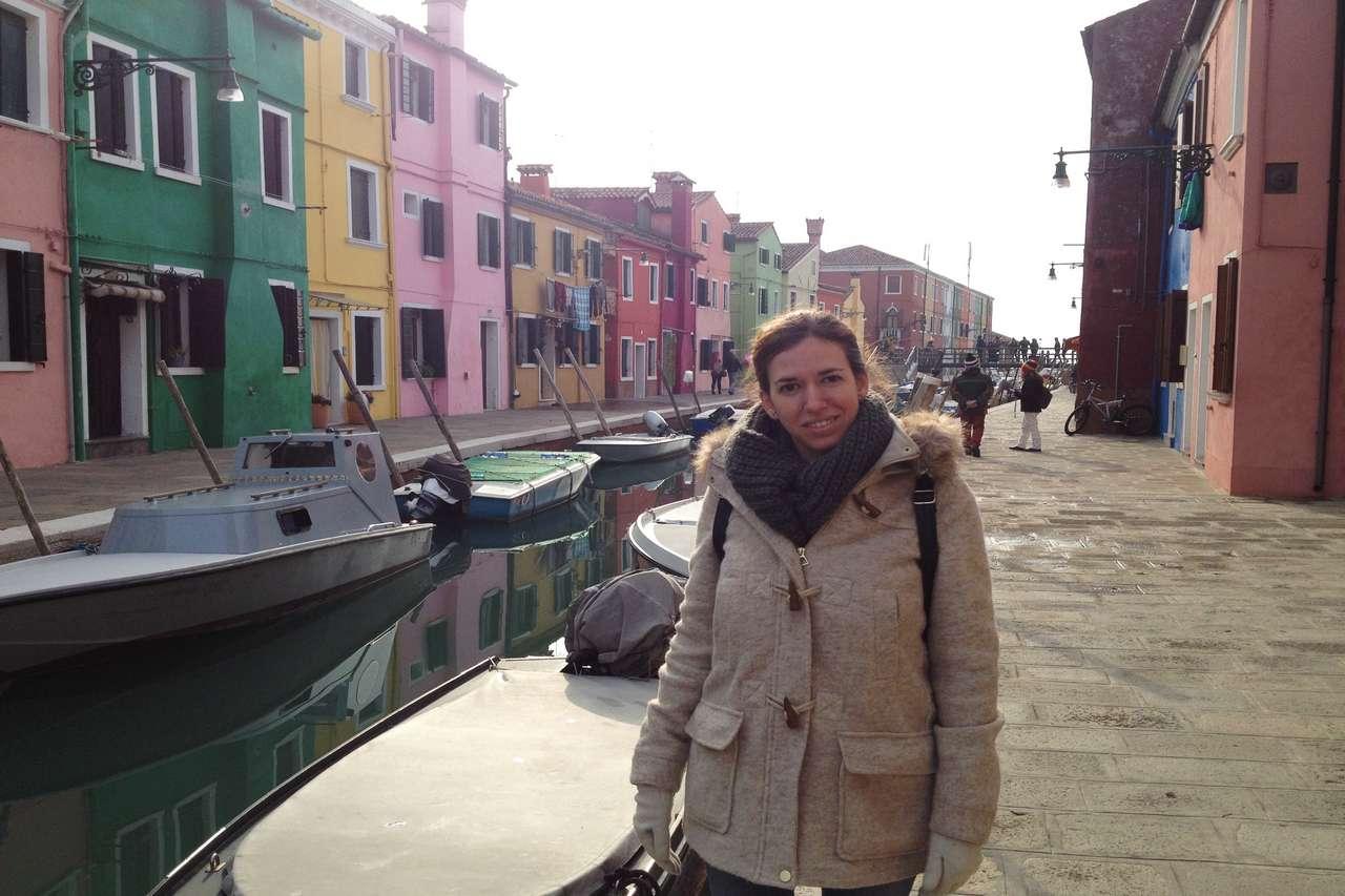 Murano destaca por sus casas de colores y su ambiente tranquilo.