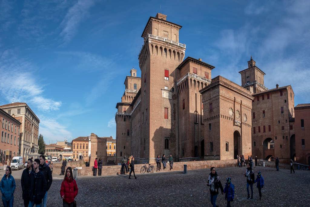 Ferrara es una ciudad con mucha historia que tienes que ver cerca de Venecia.