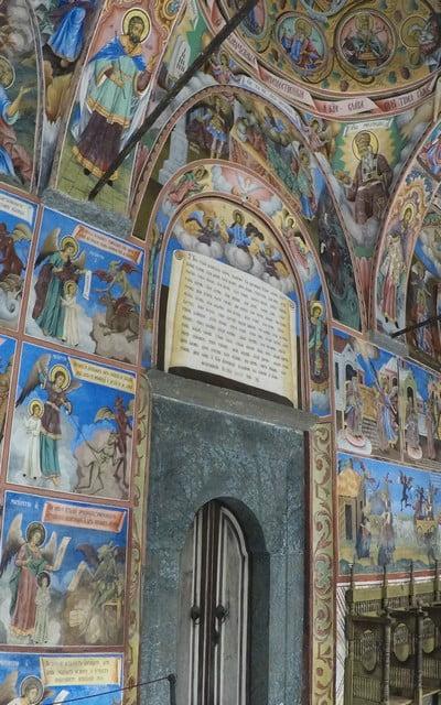 Lo más llamativo del Monasterio de Rila son sus frescos de la galería exterior y del interior de la Iglesia de la Natividad.