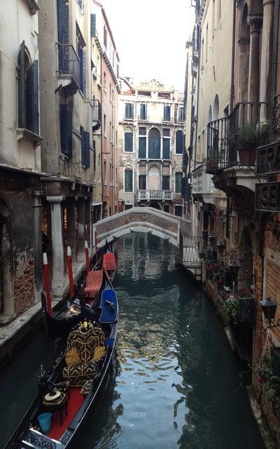 Pasear en góndola es una de las experiencias más recomendables en Venecia.