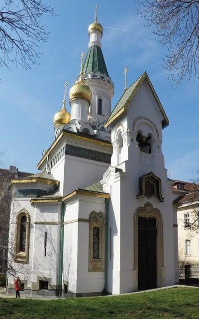 La Iglesia Rusa de San Nicolás es muy llamativa por sus cinco cúpulas bulbosas o de cebolla.