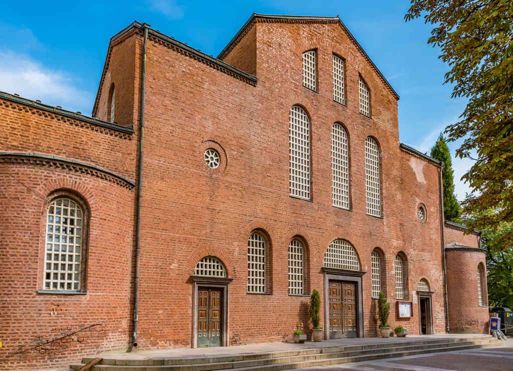 La Iglesia de Santa Sofía tiene una necrópolis subterránea maravillosa.