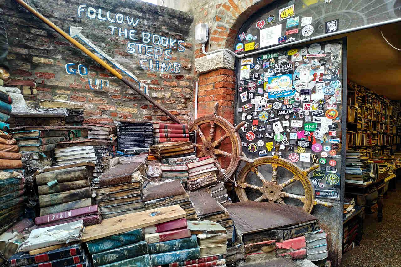 La librería Acqua Alta es una de las más originales que he visto nunca.