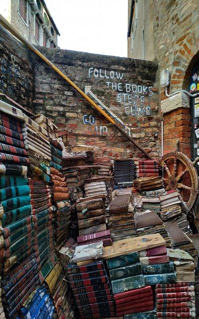 La Librería Acqua Alta es la librería más original que ver en Venecia en un día.
