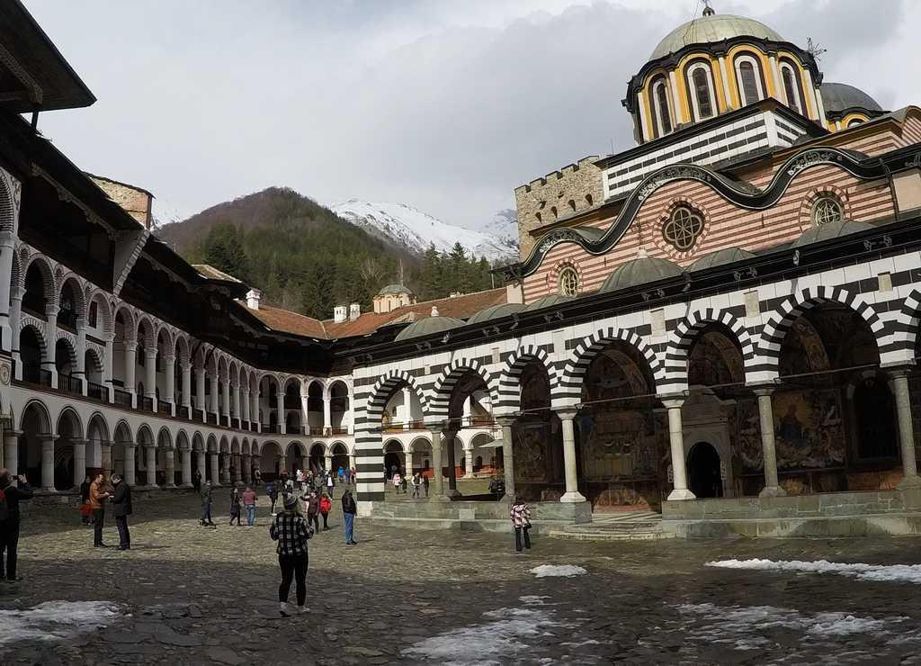 Si tienes más de un día en Sofía, te recomiendo visitar el Monasterio de Rila.