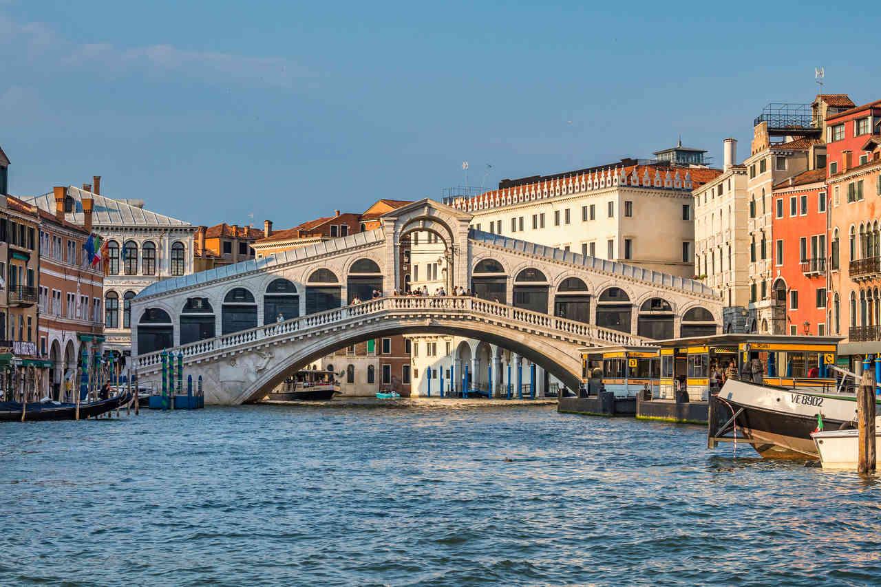 En Venecia en 3 días no puedes perderte el Puente de Rialto.